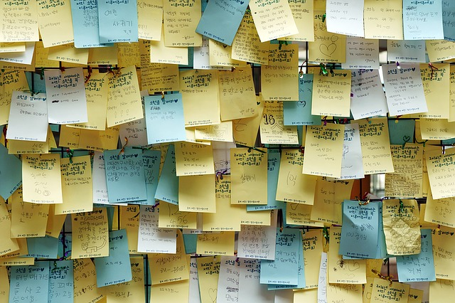 MISTAKES ON SOCIAL post it CATMEDIA